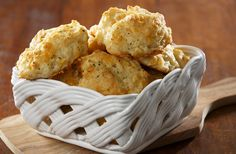 Youll never suspect these tasty cauliflower biscuits are full of veggies. Almond Recipes, Bread Recipes, Cooking Recipes, Easy Recipes, Dinner Recipes, Tasty Cauliflower, Cheddar Bay Biscuits, Cheddar Cheese, Cheese Biscuits