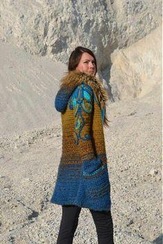 Chorrilho de ideias: Casaco inverno com gorro azul e castanho em croche...
