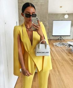 Look on point 🍋💛 . Suit Fashion, Fashion Looks, Fashion Outfits, Womens Fashion, Style Fashion, Yellow Fashion, Fashion Ideas, Classy Outfits, Stylish Outfits
