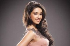 """Former beauty pageant winner Navneet Kaur Dhillon, who is gearing up for her Bollywood debut """"Loveshhuda"""", says she believes in spontaneity as an actress rather than doing rehearsals."""
