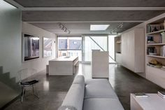 Awesome Decorar Casa Techos Bajos that you must know, Youre in good company if you?re looking for Decorar Casa Techos Bajos Cabinet D Architecture, Interior Architecture, Interior Design, Narrow House Designs, Magazine Deco, London House, Basement Flooring, Wooden Cabinets, Deco Design
