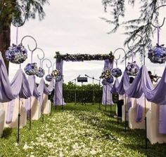 The set up is pretty for an outdoor wedding