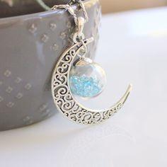 Le chouchou de ma boutique https://www.etsy.com/ca-fr/listing/288271941/collier-pierre-de-lune-lune-etoiles