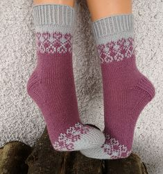 Crochet Socks, Knitted Slippers, Wool Socks, Hand Knitted Sweaters, Knit Mittens, Knitting Socks, Hand Knitting, Knit Crochet, Baby Knitting Patterns