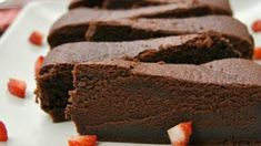 Čokoládová torta bez múky len z troch surovín - Receptik. Healthy Dessert Recipes, Sweet Desserts, Sweet Recipes, Baking Recipes, Cake Recipes, Healthier Desserts, Flour Recipes, Cake Flour Recipe, Low Carb Deserts
