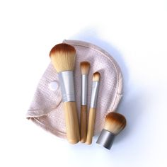 O 4 teile / los bambus pinsel foundation pinsel make-up pinsel kosmetische gesic. O / lot Bamboo Brushes Foundation Brushes Make Up Brushes Cosmetic Face Powder Brushes For Makeup Beauty Tool O It Cosmetics Brushes, Eyeshadow Brushes, Eyeshadow Makeup, Cosmetic Brushes, Glamour Make-up, Makeup Brush Uses, Make Up Inspiration, Foundation Brush, Foundation Cosmetics