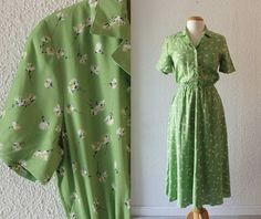1980s Green Rayon Floral Dress // Size 6P by SchoolofVintage, $39.00