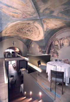 The ceiling and walls of Ristorante Alle Murate are decorated with 14c murals including the earliest known images of Dante and Boccaccio.  Stunning