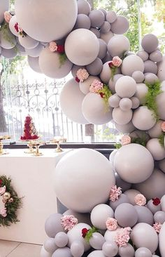 Wedding idea - Balloons. Use at the entrance of your Ceremony, reception, at the altar, or aisle markers! Use your wedding colors with this idea! #reception #balloons #wedding