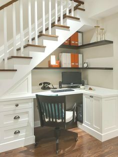 Home office ideas - small office work spaces Under stair storage ideas - home office and desk under stairs ideas Office Under Stairs, Space Under Stairs, Under Staircase Ideas, Open Staircase, Bar Under Stairs, Staircase Storage, Staircase Design, Stair Shelves, Storage Under Stairs