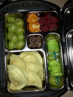 5 Nov Lunch- Perogies, grapes, cucumber slices, raspberries w/ mini chocolates in them and cutie orange. Planet Box, Raspberries, Lunch Recipes, Lunches, Chocolates, Cucumber, Lunch Box, Stuffed Peppers, Orange