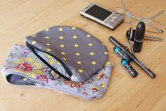 zipper purse pouch tutorial http://whipup.net/2011/02/07/whip-up-tutorial-purse-pouch/