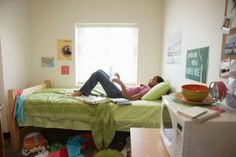 College dorm bedding sets are an affordable and effortless means to acquire your freshman or returning college student prepared for the new college semester. If you're a student residing in a… College Bedding, College Dorm Rooms, College Roommate, College Life, College Students, College Years, Roommates, Roommate Rules, College Snacks