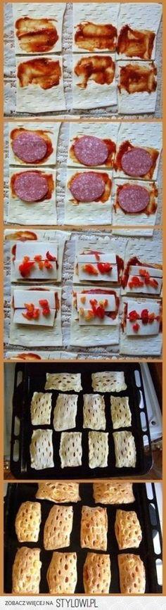 składniki : -ciasto francuskie , -sos pomidorowy ,…