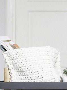 Virkattu neliön muotoinen kori Novita Tuubi | Novita knits