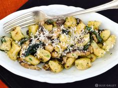 If you love gnocchi and haven't tried making them, you're missing out! Fresh gnocchi taste SO much better than prepackaged ones, plus it's pretty...