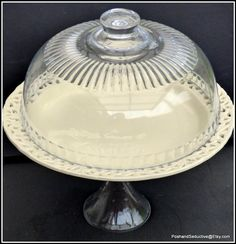 Patisserie Cake, French Patisserie, Glass Bell Dome, Garden Cupcakes, Vintage Cake Plates, Homemade Pastries, Pedestal Cake Stand, Glass Cakes, Cupcake Display