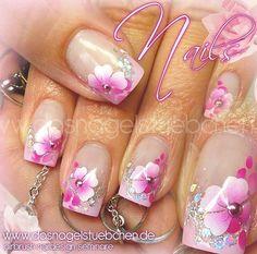 Naildesign by Kamila Achatz Jet Set Beauty Schulungszentrum und … Fabulous Nails, Perfect Nails, Trendy Nails, Cute Nails, Nail Atelier, Airbrush Nail Art, Nail Candy, Diy Nail Designs, Flower Nails