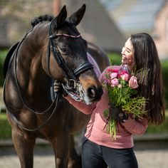 Brown horse with MagicTack Browband and equestrian girl with pink flowers Equestrian Girls, Equestrian Style, Brown Horse, European Fashion, Dressage, Pink Flowers, Outfit Of The Day, Your Style, Fashion Accessories