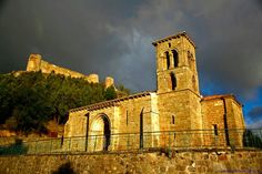 Iglesia de Sta. Cecilia y Castillo de Aguilar de Campoó