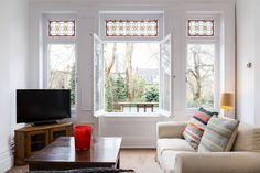 Pretty Victorian 2 bed home in the heart of South Hampstead! And the flat is steeped in period features...