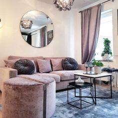 Vårdröm 🌸🌸🌸 Valen soffa i sammet 222cm, Baggen pall storlek M #sweeffurniture#sweef#sweef_furniture#sammetssoffa