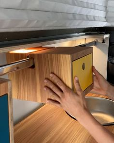 Build A Camper, Bus Camper, Camper Trailers, Van Conversion Interior, Camper Van Conversion Diy, Accessoires Camping Car, Camper Van Shower, Astuces Camping-car, Camper Furniture
