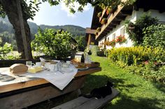 Urlaub am Bauernhof: Suchergebnis Austria, Riding Holiday, Most Beautiful Cities, Table Settings, Patio, Amazing, Places, Outdoor Decor, Turismo