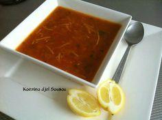 Als je even geen zin of tijd hebt voor harira, dan is dit snelle soepje ideaal als vervanger ervoor! Doe in een pan een beetje zonnebloemolie en bak hierin het gehakt of stukjes vlees. Voeg er de geraspte ui, wortel, to
