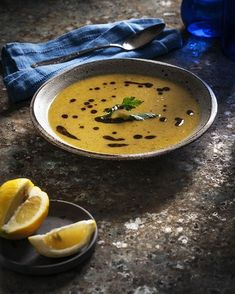 Supa crema de linte rosie Red Lentil Soup, Lentils, Thai Red Curry, Quinoa, Food And Drink, Lemon, Yummy Food, Ethnic Recipes, Soups