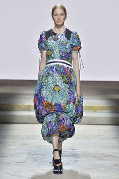 Mary Katrantzou Spring 2018 Ready-to-Wear Collection - Vogue Mary Katrantzou, Next Fashion, Fashion 2018, Spring Fashion, Fashion Brands, Vogue Fashion, Runway Fashion, London Fashion, Greece Fashion