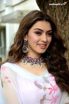 Tv Actress Images, Tamil Actress Photos, Parneeti Chopra, Tamil Girls, Indian Girls Images, Beautiful Indian Actress, Indian Beauty, Aesthetic Clothes, Indian Actresses