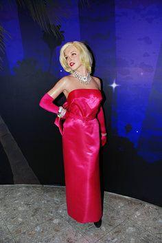 Marilyn Monroe at Madame Tussaud's Wax Museum in Las Vegas Nevada. Red Chiffon, Chiffon Gown, Beige Wedding Dress, Wedding Dresses, Brentwood Los Angeles, Museums In Las Vegas, 4x6 Postcard, Actor Studio, Wax Museum