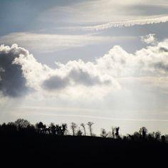 #mountain #sky #cloudporn #cloud #picoftheday #nature #instanature #sfumature #valle #valtenesi #lake #sovenigo #loto #environement #panorama #blue #black #novellaorchidea #novella #orchidea #raccontierotici #racconti #ebook
