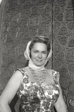 Begum Om Habibeh Aga Khan, born Yvette Labrousse, was the fourth wife of Aga Khan III, the 48th Imam of the Shia Ismaili Muslims. She is photographed at the portal of the mausoleum she ordered to be built to commemorate her dead husband (she became widow three years ago), and where she places a red rose every day. She is the third woman to be named 'Mata Salamat' of the Islamic world. Assuan (Egypt), April 1960.