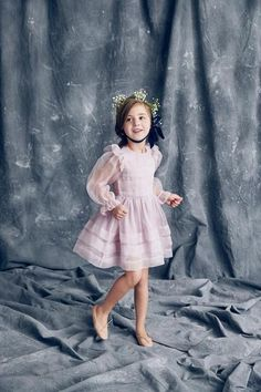 Nellystella has designed a classic special occasion girls dress in silk organza with pleats along the skirt and balloon sleeves that any little girl will a Little Girl Fashion, Little Girl Dresses, Kids Fashion, Girls Dresses, Flower Girl Dresses, Outfits Niños, Kids Outfits, Angel Dress, Princess Ball Gowns
