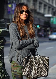 LoLoBu - Women look, Fashion and Style Ideas and Inspiration, Dress and Skirt Look Looks Street Style, Looks Style, Style Me, Camo Skinnies, Camo Pants, Khaki Pants, Sunglasses For Your Face Shape, How To Have Style, Goyard Bag