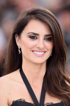 Cannes Film Festival The Best Skin, Hair and Makeup Looks on the Red Carpet Penelope Cruz Makeup, Beauty Makeup, Hair Makeup, Spanish Actress, Beauty Full Girl, Cannes Film Festival, Good Skin, Pretty Face, Red Carpet