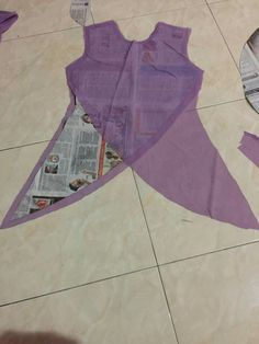 Design and cut pattern Frock Patterns, Designer Blouse Patterns, Dress Sewing Patterns, Sewing Patterns Free, Sewing Tutorials, Clothing Patterns, Sewing Projects, Free Sewing, Sewing Hacks