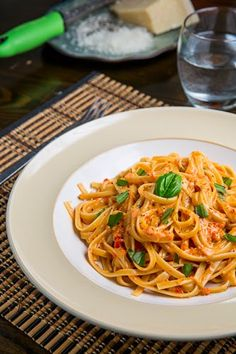 Closet Cooking: Roasted Red Pepper and Goat Cheese Alfredo Pasta