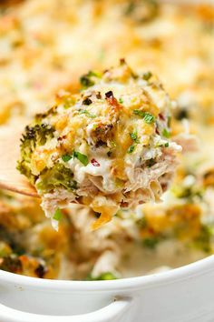 Broccoli Chicken Casserole - A warm and comforting chicken casserole your whole family will love! : Broccoli Chicken Casserole - A warm and comforting chicken casserole your whole family will love! Low Carb Chicken Casserole, Veggie Casserole, Casserole Dishes, Casserole Recipes, Casserole Ideas, Broccoli Chicken Cheese Casserole, Spaghetti Casserole, Bacon Pasta, Pasta Bake