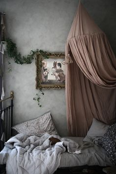 Many people believe that there is a magical formula for home decoration. You do things… White Fireplace, Ideas Para Organizar, Baby Room Design, Big Girl Rooms, Deco Design, Kid Spaces, My New Room, Interiores Design, Girls Bedroom