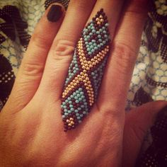 Handmade seed bead turquoise gold and maroon finger cuff ring Beaded Jewelry Designs, Seed Bead Jewelry, Beaded Rings, Beaded Bracelets, Tutorial Anillo, Beaded Ornaments, Dread Beads, Bead Weaving, Bead Earrings