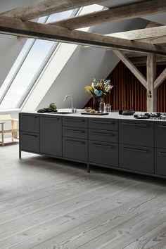 Küche Mit Dachschräge, Dachboden, Dachgeschoss, Dachbalken, Holzbalken,  Küchenform, Idee,