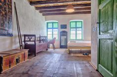 2020 - Cameră privată pentru A carefully restored Saxon room previously used by the lady of the house. One of the original 2 rooms built by Johann Dootz in this room welc. Small Kitchenette, Furniture Restoration, Brick Wall, Beams, Painted Furniture, Craftsman, Patio, Traditional, Case