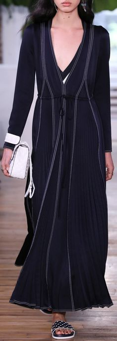 Valentino Resort 2018 fashion show