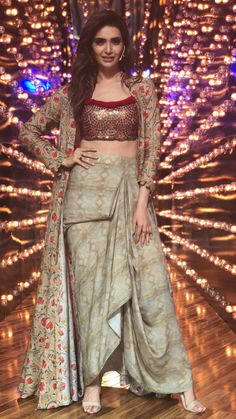 My ideas in 2019 fashion, indian designer wear, indian wedding outfits. Designer Party Wear Dresses, Indian Designer Outfits, Designer Skirts, Lehenga Designs, Saree Blouse Designs, Indian Gowns, Pakistani Dresses, Indian Wedding Outfits, Indian Outfits