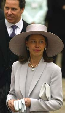 Lady Sarah Chatto is not the Late Princess Margaret son's wife, but her daughter. And the Princess son is Lord Linley, Lord Snowdon,'s son. Lady Sarah Chatto, Pincesse Margaret, Estilo Jackie Kennedy, Lady Sarah Armstrong Jones, Princesa Real, Lady Elizabeth, British Monarchy, Royal Monarchy, Duchess Of York