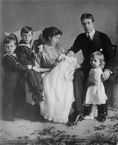 The family of Crown Prince and Princess Gustav of Sweden, from left: prince Gustav Adolf, Prince Sigvard,  Crown Princess Margareta with Prince Bertil, Crown Prince Gustav, Princess Ingrid