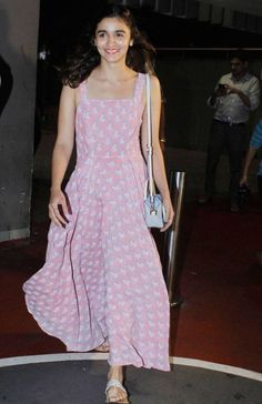 Alia Bhatt at Mumbai Airport : Alia looked beautiful in a comfortable Anita Dongre 'Grassroot' dress with silver kolhapuri chappals and a sling bag. Anita Dongre, Indian Dresses, Indian Outfits, Aalia Bhatt, Only Shirt, Indian Designer Suits, Bollywood Fashion, Bollywood Saree, Indian Celebrities